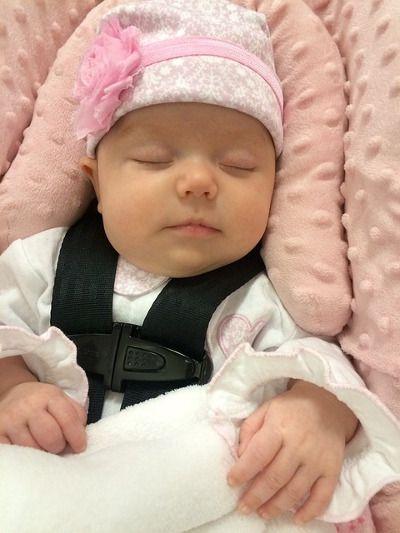 Dítě spí v autosedačce - Pardubice | MIMI Potřeby